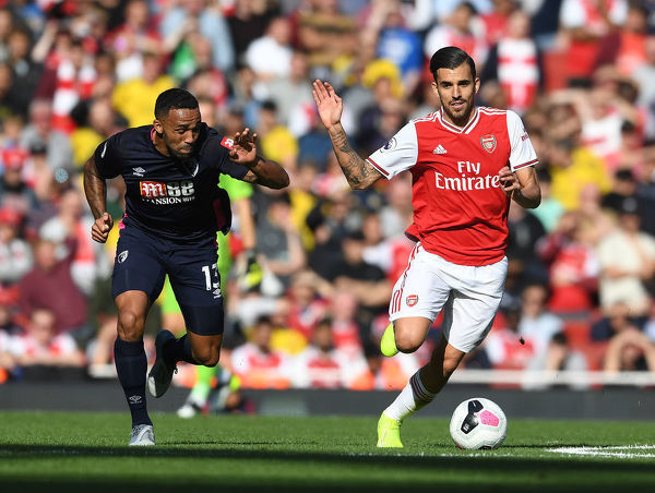 LONDON, ENGLAND - OCTOBER 06: Dani Ceballos of Arsenal breaks past Callum Wilson of Bournemouth during the Premier League match between Arsenal FC and AFC Bournemouth at Emirates Stadium on October 06, 2019 in London, United Kingdom