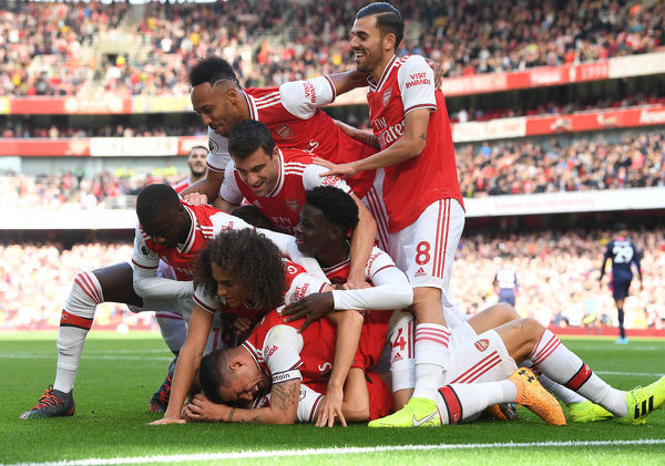 LONDON, ENGLAND - OCTOBER 06: David Luiz celebrates his goal with Nicolas Pepe, Pierre-Emerick Aubameyang, Granit Xhaka and Dani Ceballos during the Premier League match between Arsenal FC and AFC Bournemouth at Emirates Stadium on October 06, 2019 in London, United Kingdom