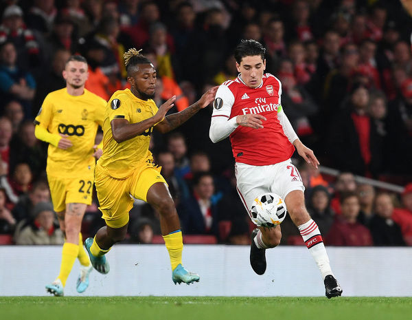 LONDON, ENGLAND - OCTOBER 03: Hector Bellerin of Arsenal takes on Samuel Bastien of Standard Liege during the UEFA Europa League group F match between Arsenal FC and Standard Liege at Emirates Stadium on October 03, 2019 in London, United Kingdom