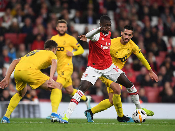 LONDON, ENGLAND - OCTOBER 03: Nicolas Pepe of Arsenal takes on Gojko Cimirot of Standard Liege during the UEFA Europa League group F match between Arsenal FC and Standard Liege at Emirates Stadium on October 03, 2019 in London, United Kingdom