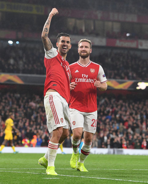 LONDON, ENGLAND - OCTOBER 03: (L) Dani Ceballos celebrates scoring the 4th Arsenal goal with (R) Shkodran Mustafi during the UEFA Europa League group F match between Arsenal FC and Standard Liege at Emirates Stadium on October 03, 2019 in London, United Kingdom