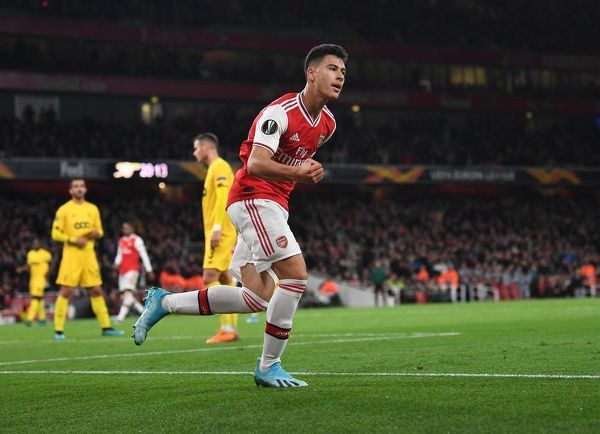 LONDON, ENGLAND - OCTOBER 03: Gabriel Martinelli celebrates scoing the 1st Arsenal goal during the UEFA Europa League group F match between Arsenal FC and Standard Liege at Emirates Stadium on October 03, 2019 in London, United Kingdom