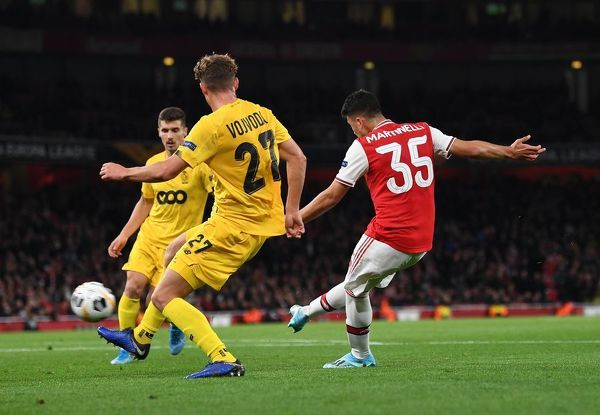 LONDON, ENGLAND - OCTOBER 03: Gabriel Martinelli scores his and Arsenal's 2nd goal during the UEFA Europa League group F match between Arsenal FC and Standard Liege at Emirates Stadium on October 03, 2019 in London, United Kingdom