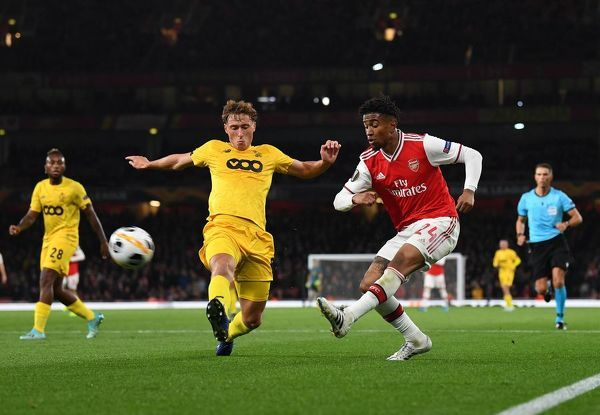 LONDON, ENGLAND - OCTOBER 03: Reiss Nelson of Arsenal takes on Mergim Vojvoda of Liege during the UEFA Europa League group F match between Arsenal FC and Standard Liege at Emirates Stadium on October 03, 2019 in London, United Kingdom