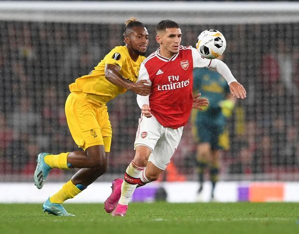 LONDON, ENGLAND - OCTOBER 03: Lucas Torreira of Arsenal is challenged by Samuel Bastien of Liege during the UEFA Europa League group F match between Arsenal FC and Standard Liege at Emirates Stadium on October 03, 2019 in London, United Kingdom