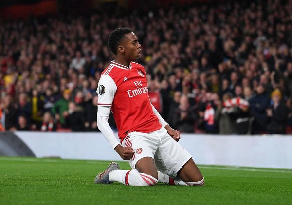 LONDON, ENGLAND - OCTOBER 03: Joe Willock celebrates scoring Arsenal's 3rd goal during the UEFA Europa League group F match between Arsenal FC and Standard Liege at Emirates Stadium on October 03, 2019 in London, United Kingdom