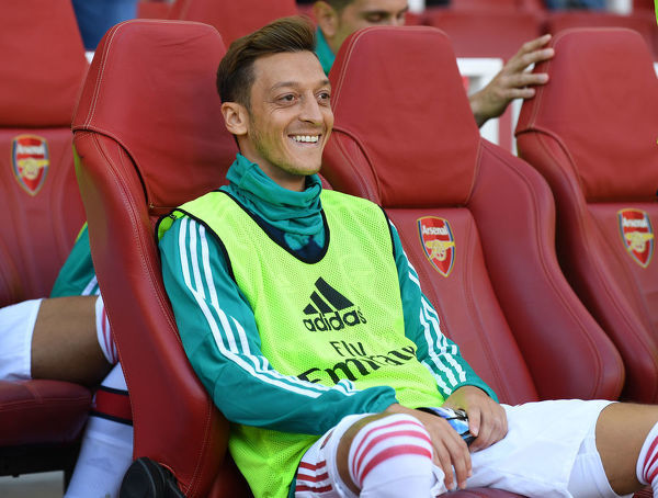 LONDON, ENGLAND - SEPTEMBER 01: Mesut Ozil of Arsenal before the Premier League match between Arsenal FC and Tottenham Hotspur at Emirates Stadium on September 01, 2019 in London, United Kingdom. (Photo by David Price/Arsenal FC via Getty Images)