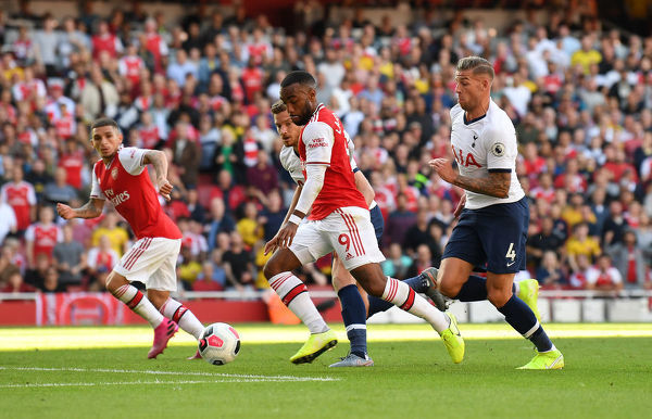 LONDON, ENGLAND - SEPTEMBER 01: Alexandre Lacazette scores Arsenal's 1st goal during the Premier League match between Arsenal FC and Tottenham Hotspur at Emirates Stadium on September 01, 2019 in London, United Kingdom