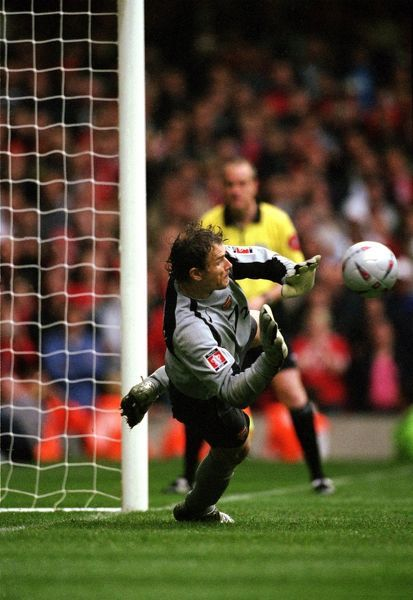arsenal goalkeeper jens lehmann prepares to save the