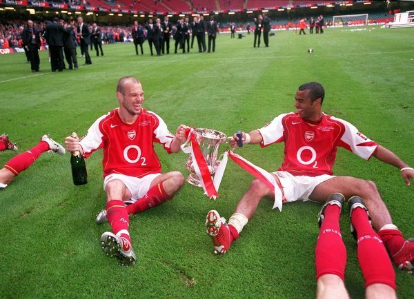 freddie ljungberg and ashley cole arsenal with the fa cup trophy
