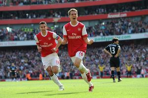 aaron ramsey celebrates scoring arsenals
