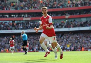 aaron ramsey celebrates scoring arsenals goal