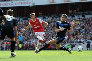 aaron ramsey scores arsenals goal past michael carrick