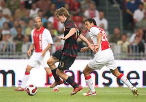 Alex Hleb (Arsenal) George Ogararu (Ajax)