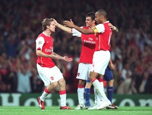 Alex Hleb celebrates scoring Arsenal's 2nd goal with Thierry Henry and Cesc Fabregas