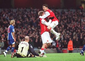 Alex Hleb celebrates scoring Arsenal's 2nd goal with Cesc Fabregas and Brad Friedel