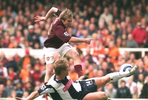 Alex Hleb scores Arsenal's 1st goal under pressure from Martin Albrechsten