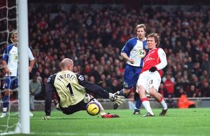 Alex Hleb scores Arsenal's 2nd goal past Brad Friedel (Blacburn)