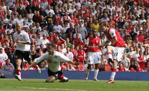 Alex Hleb shoots past Fulham defender Chris Baird to score the 2nd Arsenal goal