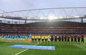 The Arsenal and Besiktas teams line up before the match. Arsenal 1:0 Besiktas. UEFA