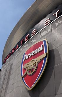 The Arsenal Crest outside the stadium