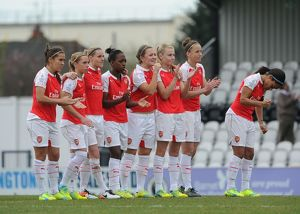arsenal ladies line up to watch the penaltys