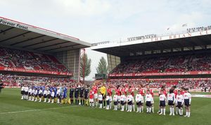 the arsenal and leeds teams line up before