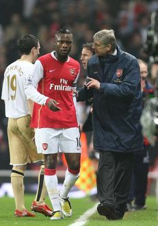 Arsenal manager Arsene Wenger talks with captain William Gallas