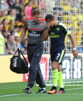 arsenal physio colin lewin with alexis sanchez