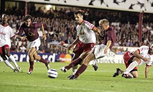 ARSENAL V FC THUN. 14/9/05 CHAMPIONS LEAGUE PIC RICHARD PELHAM DENNIS BERGKAMP SCORES FOR ARSENAL 2-1