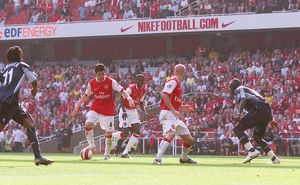 Cesc Fabregas scores Arsenal's 2nd goal past Abdoulay Meite (Bolton)