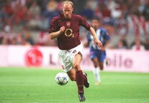 Dennis Bergkamp (Arsenal). Arsenal 2:1 Porto. The Amsterdam Tournament