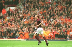 dennis bergkamp comes on as an arsenal substitute