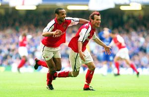 Fredrik Ljungberg celebrates scoring the 2nd Arsenal goal with Thierry Henry