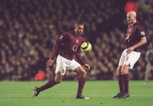 gilberto arsenal run out onto the pitch