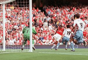 gilberto scores arsenals goal past thomas sorensen