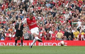 Gilberto scores Arsenal's goal from the penalty spot