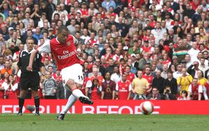 Gilberto shoots past Chelsea goalkeeper Petr Cech to score the Arsenal goal from the penalty spot
