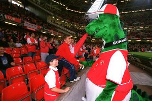 Gunner meets some young fans before the match. Arsenal 1:0 Southampton. The F