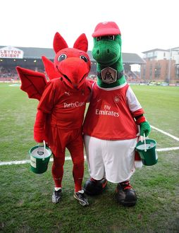 gunner and the orient mascot leyton orient 11 arsenal