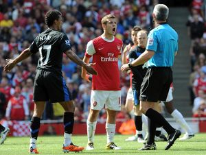 jack wilshere arsenal and nani man utd talk to referee