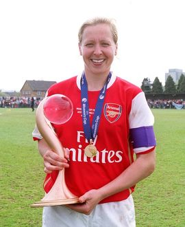 jayne ludlow arsenal with the european trophy