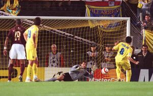 jens lehmann arsenal saves a penalty by riquelme villarreal