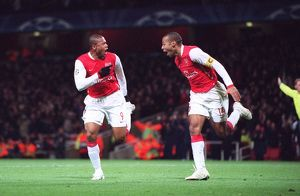 julio baptista celebrates scoring arsenals