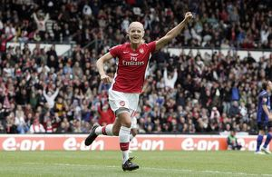 katie chapman celebrates scoring arsenals