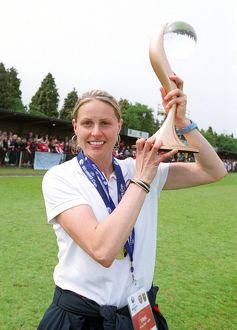 kelly smith arsenal with the european trophy