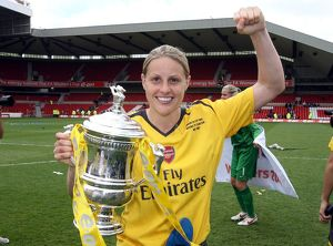 kelly smith arsenal with the fa cup trophy