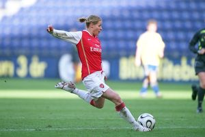 kelly smith arsenal scores arsenals and her 2nd goal