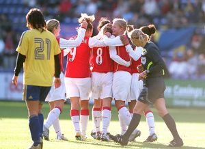 kelly smith celebrates scoring arsenals 1st goal with