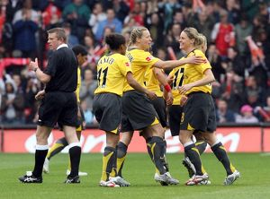 kelly smith celebrates scoring arsenals